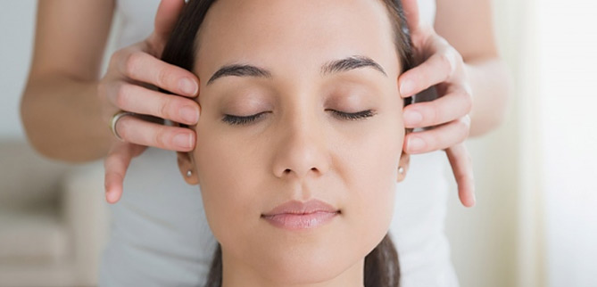 Indian Head Massage Course - CNM - Diploma Courses in Nutrition ...
